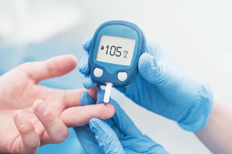 Badanie poziomu cukru /©123RF/PICSEL