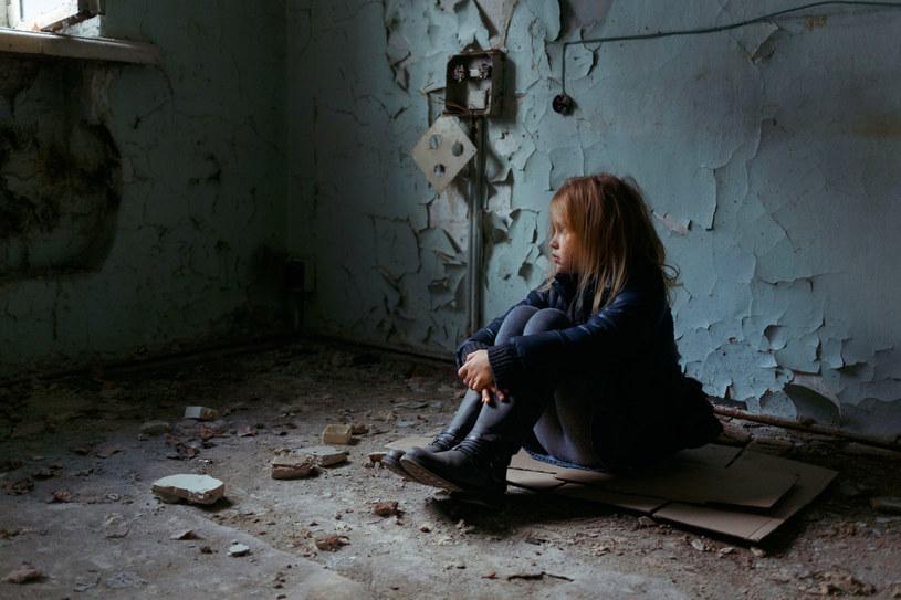 Badanie ze stycznia 2015 roku wykazało, że bez dachu nad głową jest w Polsce 1892 dzieci /Viacheslav Iakobchuk /123RF/PICSEL