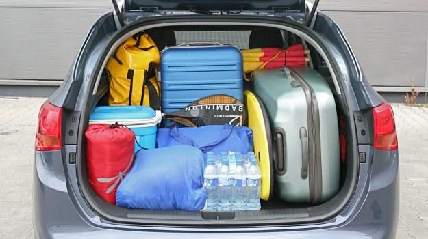 Bagaże w czasie jazdy nie powinny mieć możliwości bezwładnego przesuwania się. /Motor
