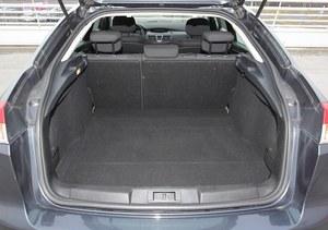 Bagażnik liftbacka ma od 450 do 1377 l, a kombi: 508-1590 l. /Motor
