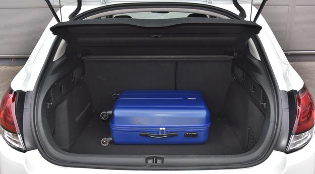 Bagażnik ma 410 litrów – to bardzo dobry wynik wśród modeli kompaktowych. /Motor