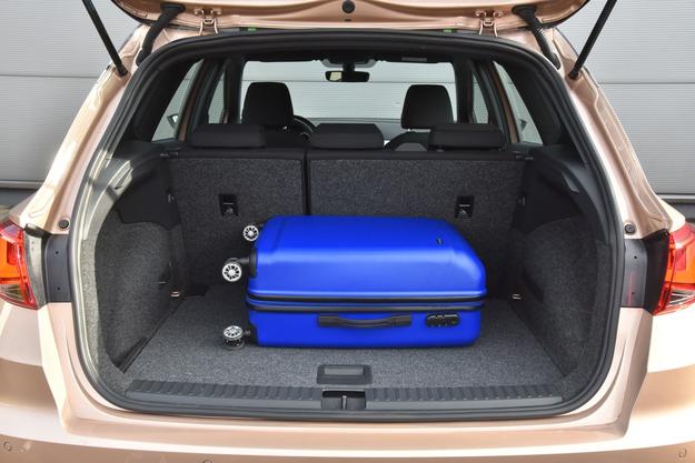 Bagażnik ma niezłe 400 l pojemności. Ruchoma podłoga należy do wyposażenia seryjnego. /Motor