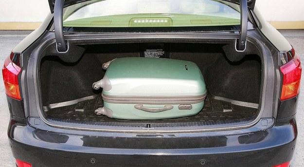 Bagażnik ma pojemność tylko 380 l i jest dość płytki. /Motor