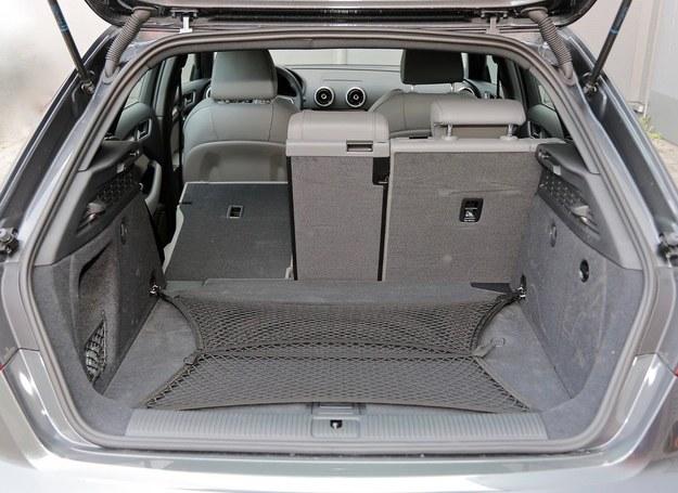 Bagażnik o pojemności od 380 do 1220 l. Oparcie kanapy dzielone w proporcji 40:20:40 to nowa opcja. /Motor