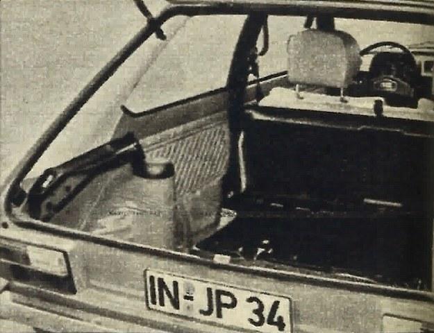 Bagażnik po rozłożeniu siedzenia tylnego mieści 660 l i to tylko do dolnej krawędzi okien. /Audi