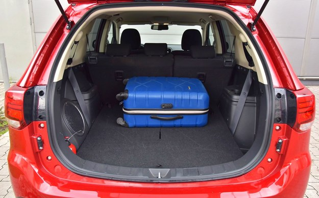 Bagażnik przy pięciu pasażerach ma pojemność 502 l. Wysoka ładowność: 650 kg. /Motor