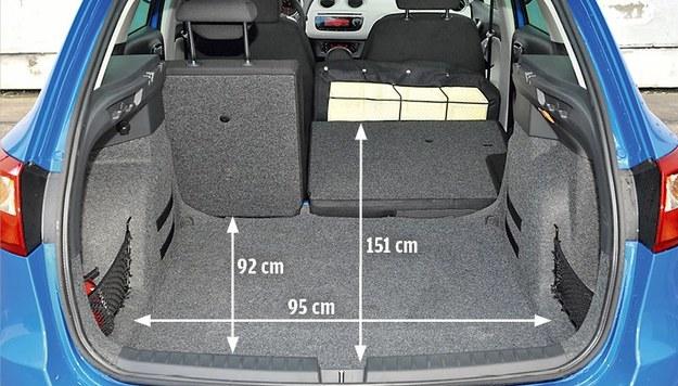 Bagażnik Seata jest płytszy i mniej pojemny od bagażnika Skody, ale został staranniej wykończony. Dziwi fakt, że Ibiza ma aż o 90 kg mniejszą ładowność niż Fabia. /Motor