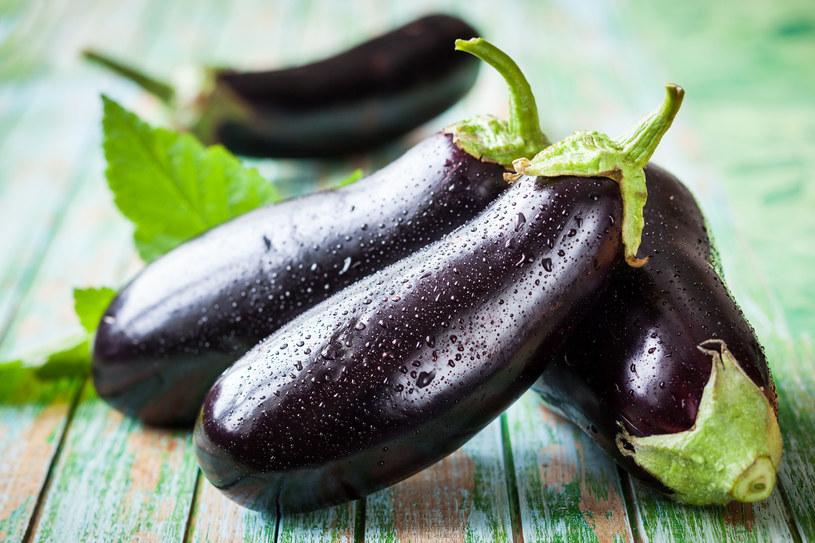 Bakłażan sprawdza się jako dodatek do różnego rodzaju zapiekanek, warzywnych gulaszy oraz sosów /123RF/PICSEL