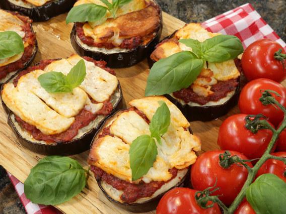 Bakłażan z pomidorami pod halloumi /Polsat