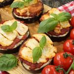Bakłażan z pomidorami pod halloumi