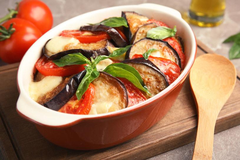 Bakłażany pieczone z pomidorami /123RF/PICSEL