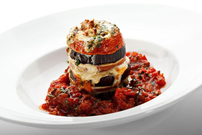 Bakłażany w sosie pomidorowym /123RF/PICSEL