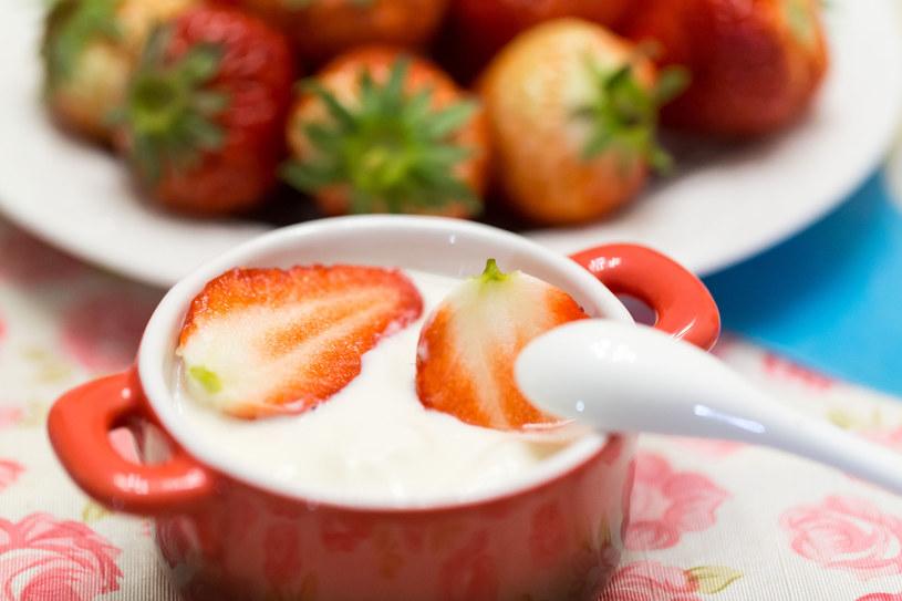 Bakterie z jogurtu pomogą odzyskać spokój /123RF/PICSEL