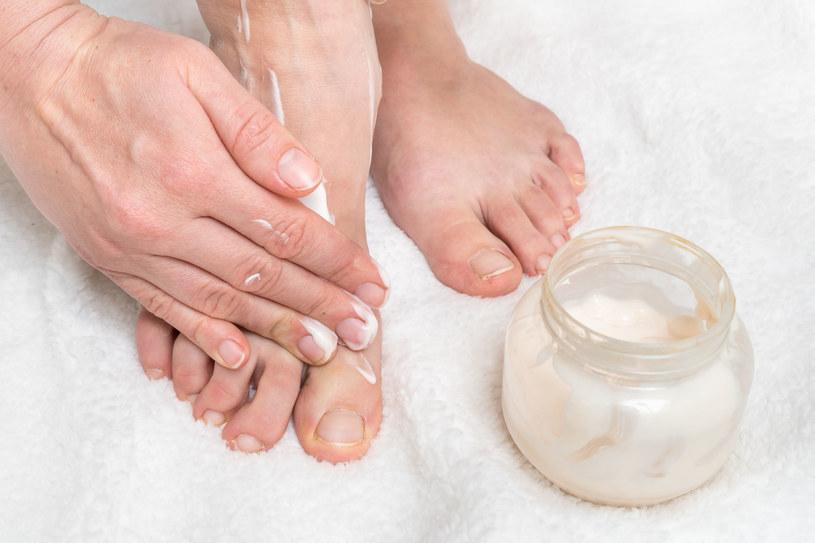 Balsam do stóp pomoże je nawilżyć i zregenerować /123RF/PICSEL