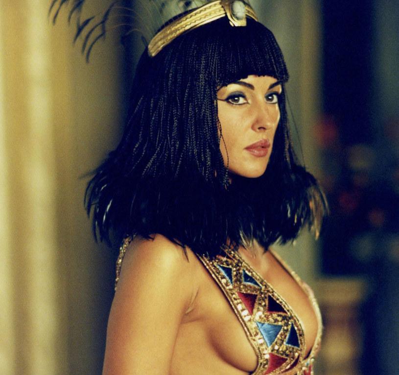 Balsam ze starożytnego Egiptu stosowała podobno sama Kleopatra dla zachowania promiennej cery /East News