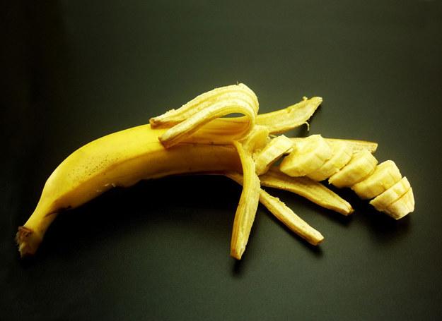 Banan może pomóc odzyskać równowagę psychiczną /123RF/PICSEL