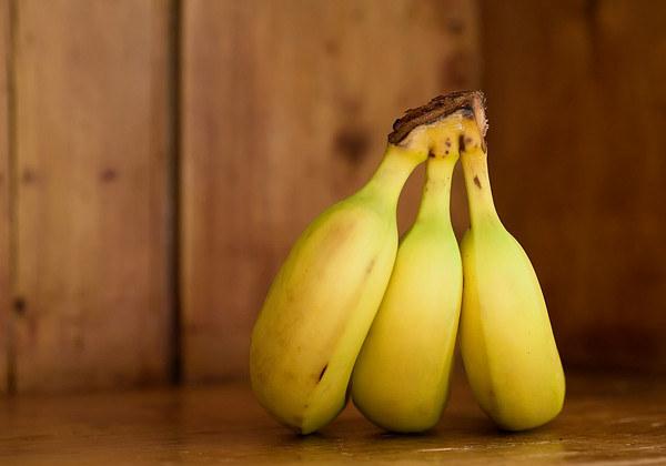 banan popękane pięty /© Photogenica