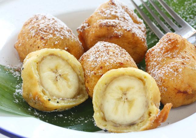 Banan w cieście smakuje wyjątkowo. /123RF/PICSEL