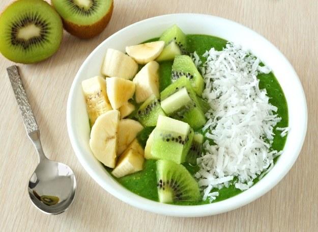 Banany i kiwi jedz rano, spożywane na deser i przed snem mogą zniweczyć twoją dietę /123RF/PICSEL