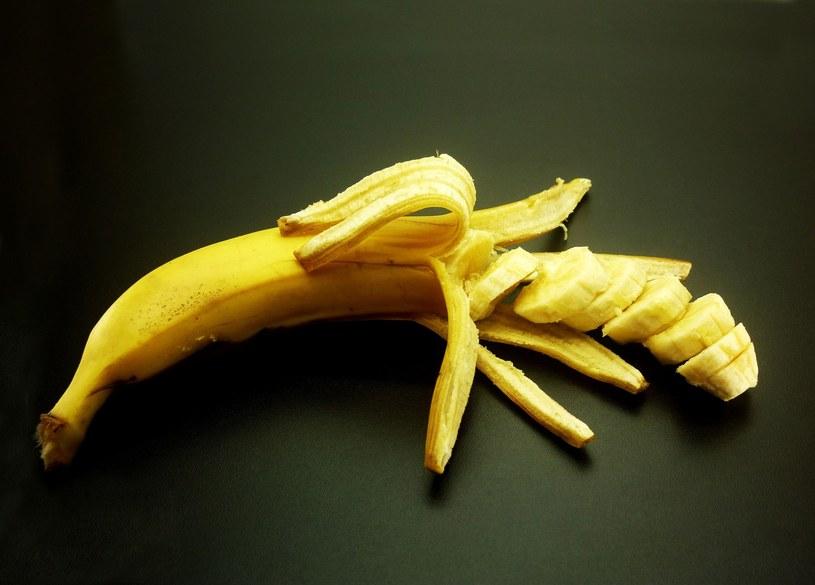Banany zawierają substancję zwaną chininą dopaminową (naturalną dopaminę) /123RF/PICSEL