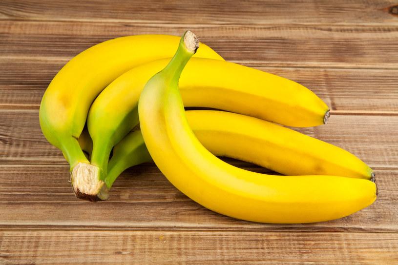 Banany zawierają wszystkie najważniejsze witaminy, takie jak: A, C, E, K oraz witaminy  z grupy B /123RF/PICSEL
