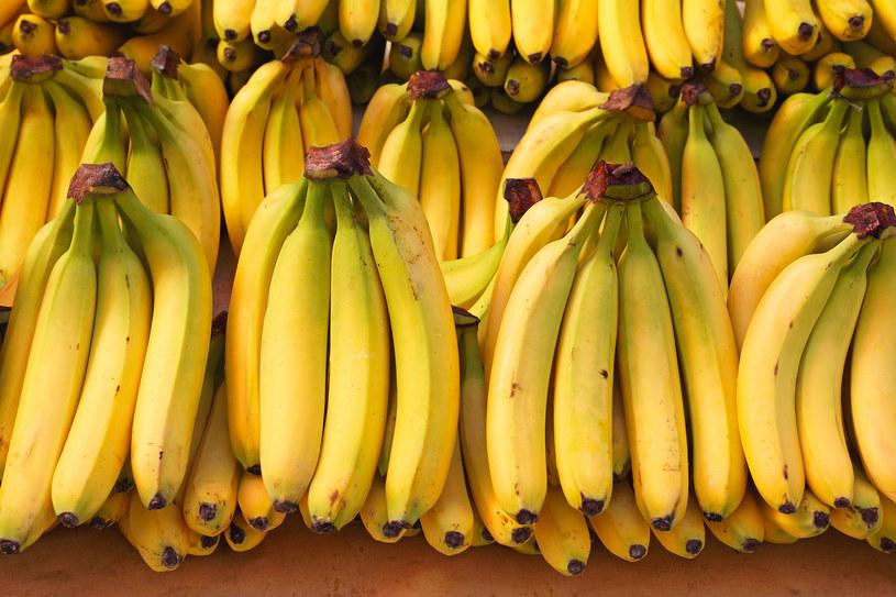 Banany znajdują się na szczycie listy owoców, które podnoszą cukier /123RF/PICSEL