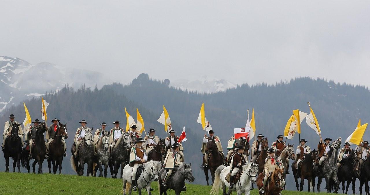 Banderia konna w drodze na Krzeptówki