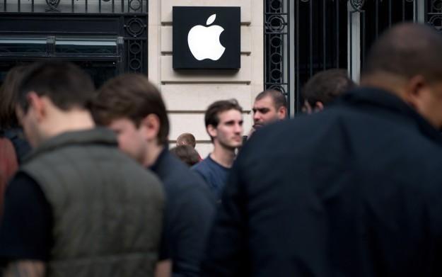 Baner jednego ze sklepów Apple w USA /AFP