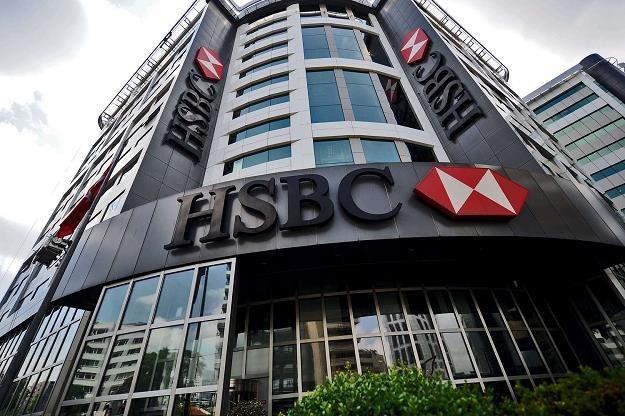 Bank HSBC tnie wynagrodzenia i wysyła na przymusowe urlopy /AFP