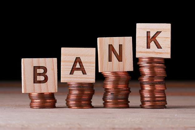 Bank nie może swobodnie wypowiedzieć umowy kredytu lub pożyczki z powodu opóźnienia w jej spłacie /©123RF/PICSEL