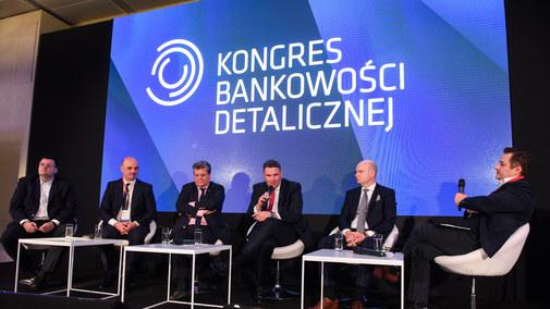 """Bank stanie się wkrótce """"superaplikacją"""""""