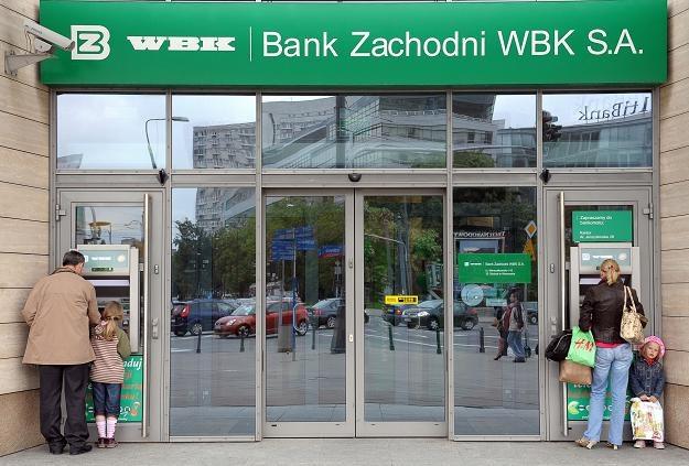 Bank Zachodni WBK ma 622 placówki, zatrudnia 9383 osób /AFP
