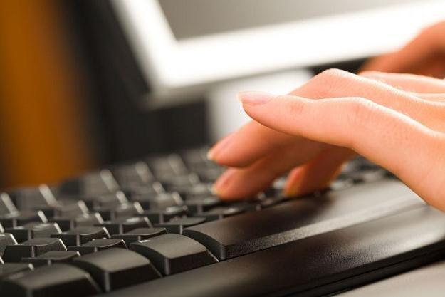 Banki chcą wprowadzić dodatkowe wymogi przy aktywowaniu rachunków zakładanych przez internet /©123RF/PICSEL