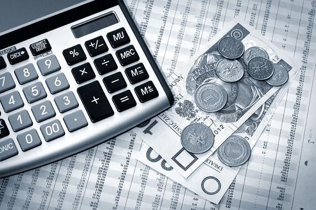 Banki lobbują obniżenie progu rozliczeń w gotówce z 15 do 3 tysięcy euro /©123RF/PICSEL
