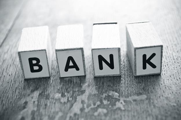 Banki na potęgę sprzedają bez opamiętania kolejne produkty /©123RF/PICSEL