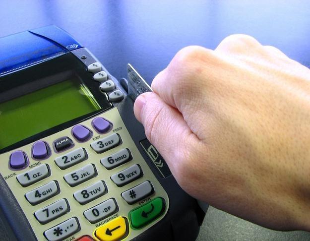 Banki nadal płacą za korzystanie z konta /© Panthermedia
