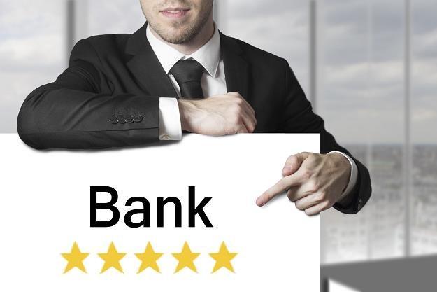 Banki podają wyniki finansowe /©123RF/PICSEL