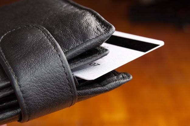 Banki przesadziły z podwyżkami cen. Klienci przestają korzystać z usług /©123RF/PICSEL