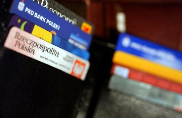Banki robią porządek w portfelach z kartami kredytowymi /© Bauer