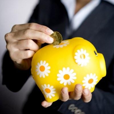 Banki starają się pozyskać jak najwięcej względnie taniego pieniądza z lokat /© Bauer