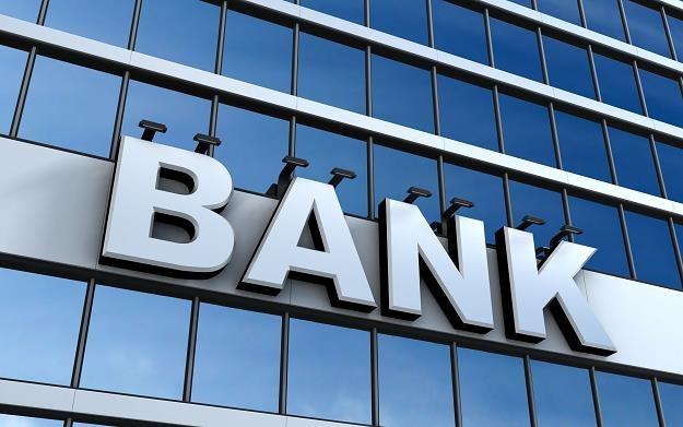 Banki stawiają na aplikacje mobilne /©123RF/PICSEL