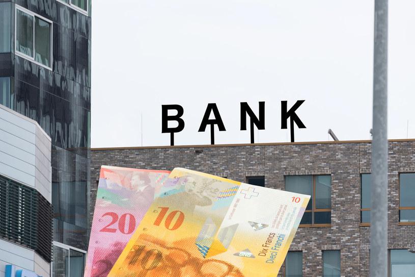 Banki tworzą rezerwy na wypadek przegranych sporów z klientami o kredyty we frankach. /123RF/PICSEL