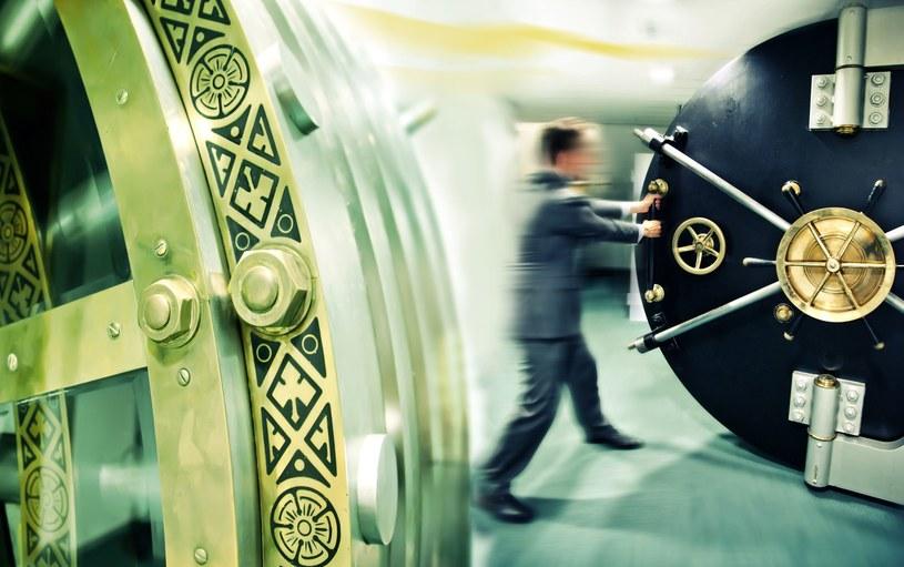 Banki uważane są przez klientów za instytucje zaufania publicznego /123RF/PICSEL