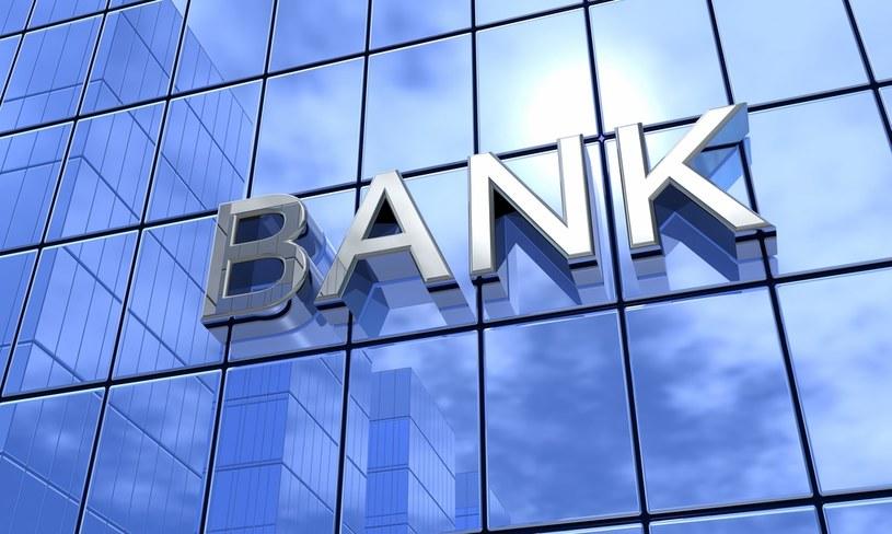 Banki wprowadzają niepokojące zapisy /123RF/PICSEL