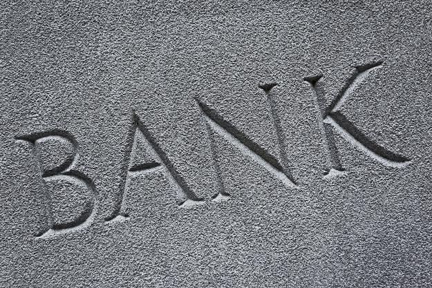 Banki zaciągnęły reklamowy hamulec /©123RF/PICSEL