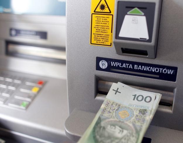 Banki żądają wysokich prowizji za wpłatę gotówki na firmowe konto, fot. Andrzej Iwanczuk /Reporter
