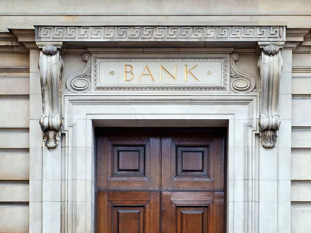 Banki zamykają kolejne oddziały nieoficjalnie, po cichu /©123RF/PICSEL
