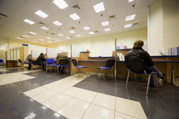 Banki zamykają placówki i tną etaty /©123RF/PICSEL