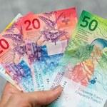 """Banki znalazły sprytny """"sposób"""" na frankowiczów. Podnoszą opłaty i opóźniają wydawanie dokumentów"""