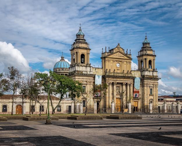 Banknoty dla Gwatemali zostaną wydrukowane w Polsce. na zdj. katedra w Guatemala City /©123RF/PICSEL